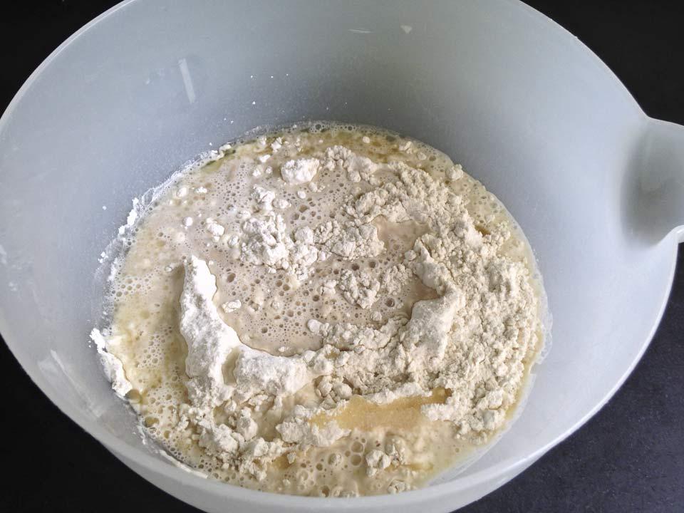 mix-van-bloem,-water-en-suiker-gist-mengesel